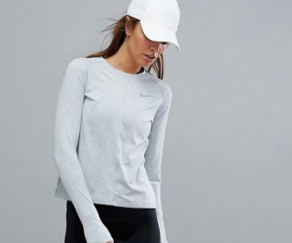 http://www.asos.fr/nike/nike-running-element-haut-manches-longues-gris/prd/8184356?clr=gris&SearchQuery=&cid=26091&gridcolumn=3&gridrow=18&gridsize=4&pge=1&pgesize=72&totalstyles=377