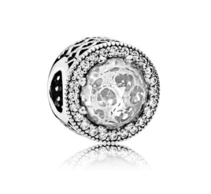 http://fr.pandora.net/fr/charms/charm-cœurs-lumineux-ajoure/791725CZ.html?cgid=b63f6bdc-9aef-45ba-88f0-a0c9008e2595&src=categorySearch#src=categorySearch&postion=top&start=267&cgid=b63f6bdc-9aef-45ba-88f0-a0c9008e2595